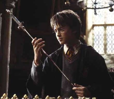 Хари Потър и Стаята на Тайните Harry_with_Godricsword
